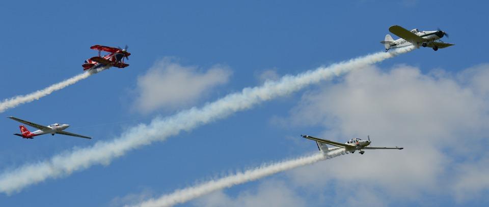 Aerobatic air displays