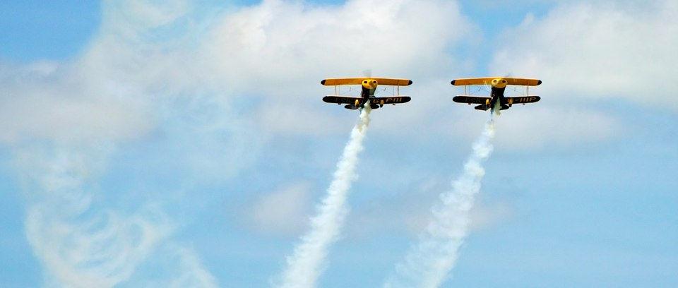 Aerobatic air display